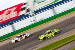 Greg Biffle, Roush Fenway Racing Ford e Paul Menard, Richard Childress Racing Chevrolet
