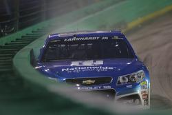 Dale Earnhardt Jr., Hendrick Motorsports Chevrolet in trouble