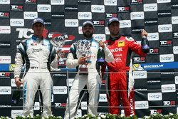 Race 1 Podium: Race winner Stefano Comini, SEAT Leon, Target Competition, 2nd position Pepe Oriola, SEAT Leon, Team Craft-Bamboo LUKOIL: 3rd position Andrea Belicchi, SEAT Leon, Target Competition