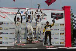PC Podyum: Yarış galibi #54 CORE autosport Oreca FLM09: Jon Bennett, Colin Braun, ikinci #16 BAR1 Mo