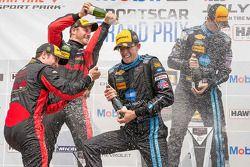 Genel Podyum: Yarışın kazananı Ricky Taylor, Jordan Taylor, Wayne Taylor Racing
