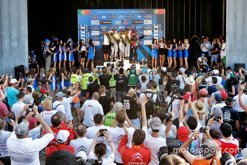 Podium: race winner Ma Qing Hua, Citroën C-Elysée WTCC, Citroën World Touring Car team, second place Yvan Muller, Citroën C-Elysée WTCC, Citroën World Touring Car team, third place Gabriele Tarquini, Honda Civic WTCC, Honda Racing Team JAS