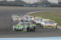 Mauro Giallombardo, Maquin Parts Racing Ford; Mauricio Lambiris, Coiro Dole Racing Torino e Leonel S