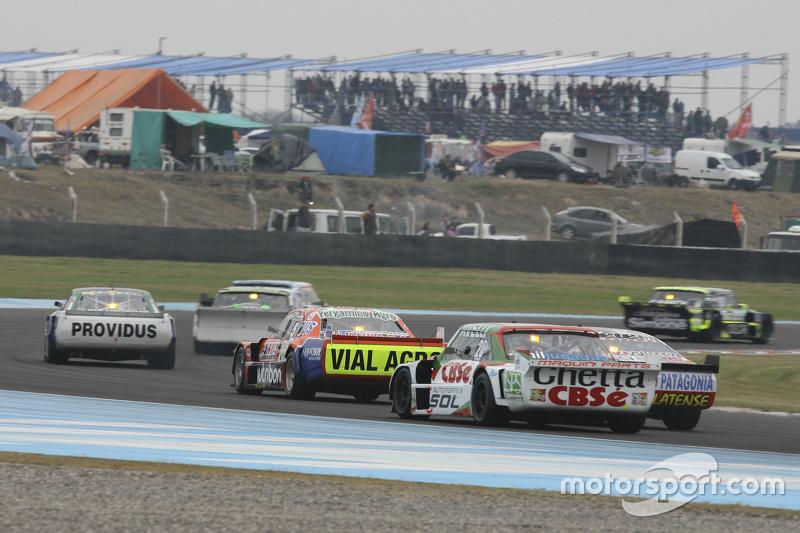 Карлос Окуловіч, Maquin Parts Racing Torino та Серхіо Ало, Coiro Dole Racing Chevrolet та Джонатан Кастеллано, Castellano Power Team Dodge (back to front)