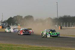 Mauro Giallombardo, Maquin Parts Racing Ford; Jose Manuel Urcera, JP Racing Torino; Juan Manuel Silv