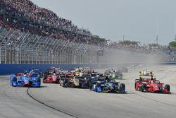 Start: Josef Newgarden, CFH Racing Chevrolet leads