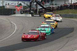 #62 Risi Competizione Ferrari F458: Pierre Kaffer, Giancarlo Fisichella, Olivier Beretta leads a group of cars