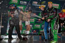 Podio: il vincitore Mark Winterbottom, Prodrive Racing Australia Ford e il secondo calssificato Davi