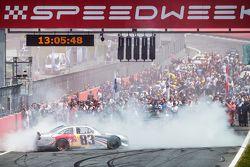 Une NASCAR Red Bull lors des activités d'avant-course