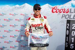 Ganador de la pole Carl Edwards, Joe Gibbs Racing Toyota