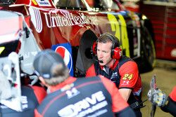 Alan Gustafson looks at the damage on Jeff Gordon's Hendrick Motorsports Chevrolet