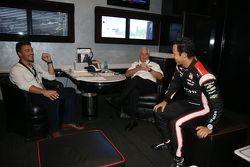 Chris Soules de el Bachelor y Roger Penske y Helio Castroneves, Team Penske