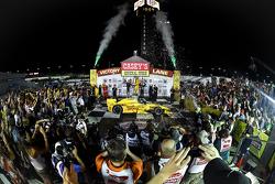 El ganador de la carrera, Ryan Hunter-Reay, Andretti Autosport Honda