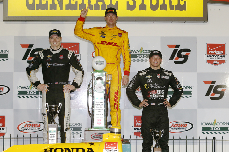 Podium: race winner Ryan Hunter-Reay, Andretti Autosport Honda, second place Josef Newgarden, CFH Racing Chevrolet, third place Sage Karam, Chip Ganassi Racing Chevrolet