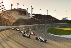 El inicio: Helio Castroneves, Team Penske Chevrolet leads