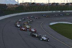 Départ : Helio Castroneves, Team Penske Chevrolet mène