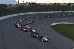 Start: Helio Castroneves, Team Penske Chevrolet aan de leiding