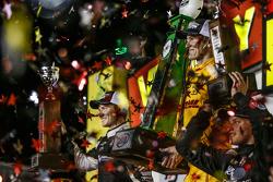 Podio: segundo lugar Josef Newgarden, CFH Racing y el ganador Ryan Hunter-Reay, Andretti Autosport