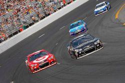 Kyle Larson, Chip Ganassi Racing Chevrolet and A.J. Allmendinger, JTG Daugherty Racing Chevrolet