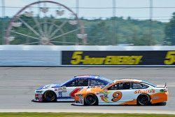 Trevor Bayne, Roush Fenway Racing Ford ve Sam Hornish Jr., Richard Petty Motorsports Ford
