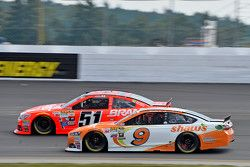 Justin Allgaier, HScott Motorsports Chevrolet et Sam Hornish Jr., Richard Petty Motorsports Ford