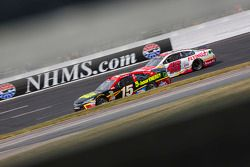 Clint Bowyer, Michael Waltrip Racing Toyota and Michael Annett, HScott Motorsports Chevrolet