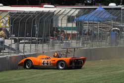 Fotosequenza dell'incidente della Lola T165 di Jim Ferro