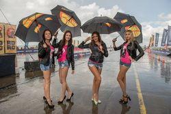 Девушки RDRC под дождем