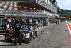 Bentley en el pitlane