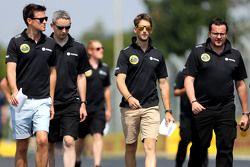Джолион Палмер, Lotus F1 Team, Ромен Грожан, Lotus F1 Team, Жюльен Симон-Шотан, гоночный инженер, Lo