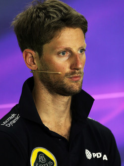Romain Grosjean, Lotus F1 Team en la conferencia de prensa de la FIA