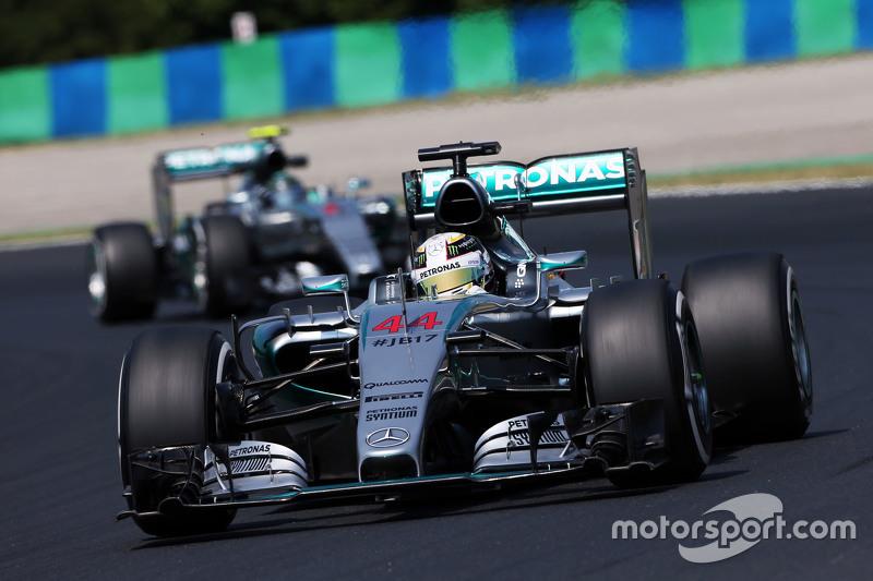 По ходу прогревочного круга казалось, что доминированию Mercedes ничто не угрожает. Чемпионская команда по уровню своих машин на тот момент объективно превосходила всех остальных