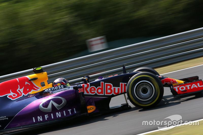 А во второй ближайшим преследователем лидера стал Даниил Квят – российский пилот, проводивший свой первый сезон в Red Bull Racing и пока уступающий своему напарнику Даниэлю Риккардо