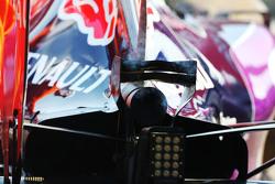 Asap dari mobil Red Bull Racing RB11 milik Daniel Ricciardo,