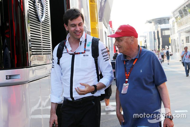 Toto Wolff, Pemegang Saham dan Executive Director Mercedes AMG F1 dengan Niki Lauda, Mercedes Non-Ex