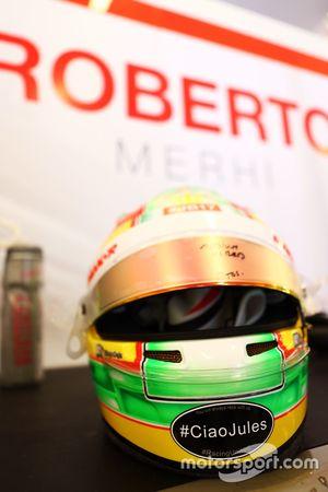 El casco de Roberto Merhi, Manor F1 Team con un homenaje a Jules Bianchi