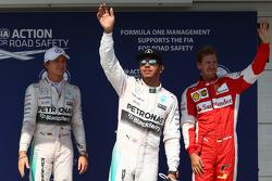 Друге місце Ніко Росберг та володар поулу Льюїс Хемілтон, Mercedes AMG F1 та третє місце Себастьян Ф