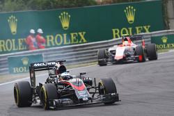 Фернандо Алонсо , McLaren MP4-30 блокує колеса на гальмуванні