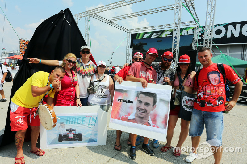 Fans pay tribute to Jules Bianchi