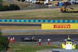 Фернандо Алонсо , pushes his McLaren MP4-30 into the піт-лейн during qualifying