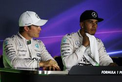 (L to R): Nico Rosberg, Mercedes AMG F1 and Lewis Hamilton, Mercedes AMG F1 in the FIA Press Conference