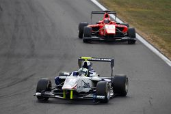 Jimmy Eriksson, Koiranen GP leads Kevin Ceccon, Arden International