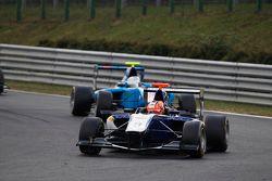 Mitchell Gilbert, Carlin leads Pal Varhaug, Jenzer Motorsport