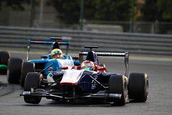 Antonio Fuoco, Carlin leads Pal Varhaug, Jenzer Motorsport