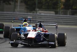 Antonio Fuoco, Carlin lidera a Pal Varhaug, Jenzer Motorsport