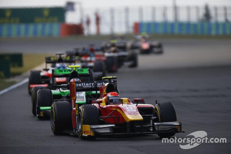Alexander Rossi, Racing Engineering memimpin di depan Richie Stanaway, Status Grand Prix