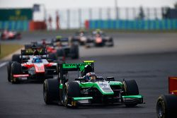 Richie Stanaway, Status Grand Prix leads Nicholas Latifi, MP Motorsport