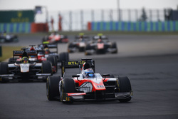 Nicholas Latifi, MP Motorsport leads Nick Yelloly, Hilmer Motorsport