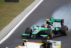 Richie Stanaway, Status Grand Prix, locks a wheel