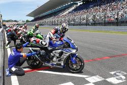 El inicio: #21 Yamaha: Katsuyuki Nakasuga, Pol Espargaro, Bradley Smith